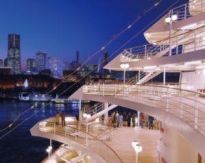 大さん橋で見る豪華客船には感動